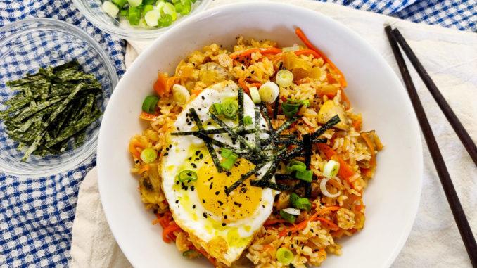 Korejská smažená rýže s kimchi
