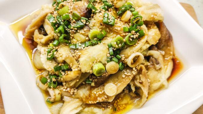 Čínský dušený lilek se sojovou omáčkou a sezamovým olejem